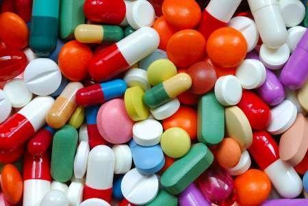 نوبخت: مسئولان راه های تامین دارو و تجهیزات پزشکی را برای مردم شرح دهند