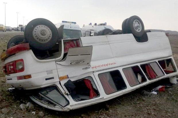 21 مصدوم در حادثه واژگونی مینی بوس در اتوبان تهران - قم