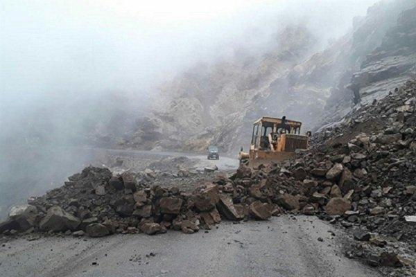 بارشهای اخیر سبب ریزش کوه در محورهای برفگیر استان شد