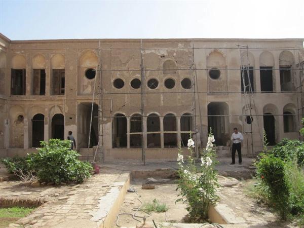 شروع مرمت خانه ارباب حسین مهابادی اردستان