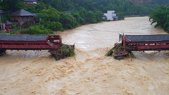 توفان صدها هزار چینی را فراری داد