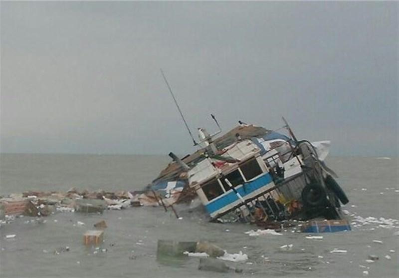 نجات 7 صیاد در آب های عمان
