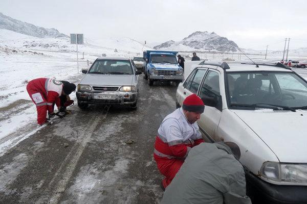 13 استان کشور درگیر برف و کولاک، امدادرسانی به 2000 نفر