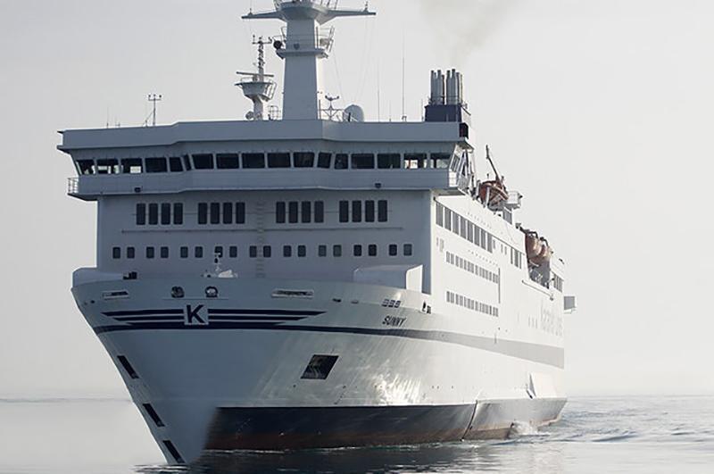 اولین کشتی کروز اقیانوس پیما در قشم پهلو گرفت