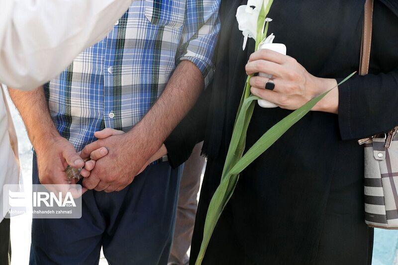 خبرنگاران هزینه های خرید گل و شیرینی ستاره خلیج فارس صرف آزادی زندانیان