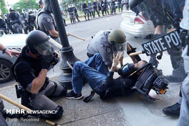 کاخ سفید: از بابت برخورد پلیس با معترضان متأسف نیستیم