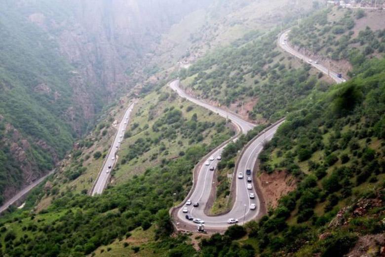 ترافیک نیمه سنگین در کرج-چالوس، بارش باران در دو استان