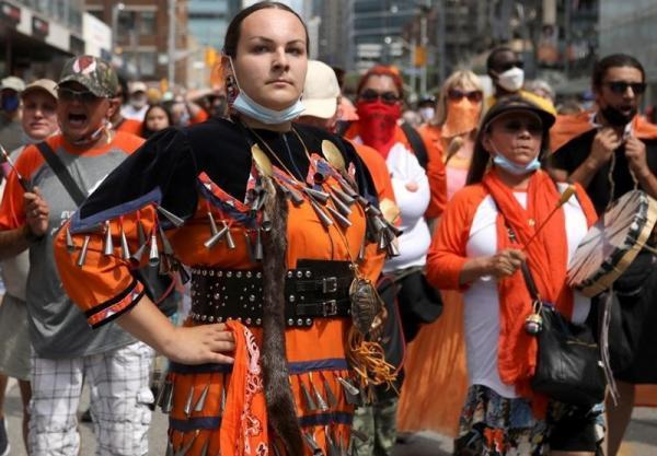 سایه سیاه گورهای بچه ها بومی بر روز ملی کانادا